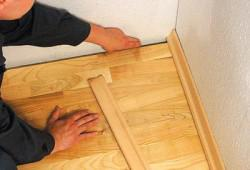 Монтаж деревянного плинтуса: руководство к действию