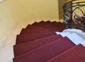 Отделка лестниц ковровыми покрытиями